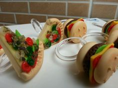 Pizza, Dinner Table, Bruschetta, Biscuits, Polymer Clay, Ethnic Recipes, Food, Cold Porcelain Ornaments, Place Settings