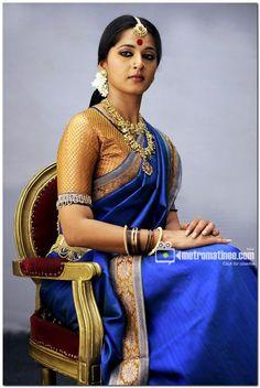 Tamil Actress Anushka Photos by ChennaiVision South Indian Bride, Indian Bridal, Indian Bollywood, Indian Sarees, Indian Dresses, Indian Outfits, Anushka Shetty Saree, Prabhas And Anushka, Indiana