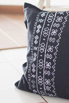 Úžitkový textil - Vankúš Čičmany čierny - ručná potlač 45x45  - 7355424_ Hello December, Deco, Diy And Crafts, Symbols, Embroidery, Sewing, Tattoos, Creative, Fashion
