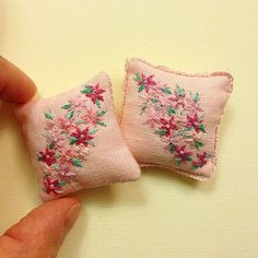 #miniature #embroidery #embroidered #pink #flowers #pillow #pillows #needle #needlework #handmade #handembroidery #handembroidered… Miniature Crafts, Miniature Dolls, Embroidery Stitches, Hand Embroidery, Needle Cushion, Diy Cushion Covers, Mini Craft, Victorian Dolls, Embroidered Cushions