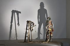 Shadow art created using garbage by Tim Noble and Sue Webster - ego-alterego.com