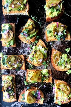 Smashed Avocado, Avocado Toast, Best Food Photography, Vegetarian Recipes, Healthy Recipes, Fried Green Tomatoes, Fabulous Foods, Vegetable Pizza, Whole Food Recipes