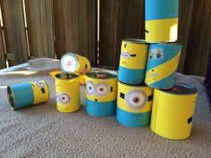 Blikken gooien! Verzamel verschillende maten blikken en beplak ze met geel/blauw papier en de beroemde ogen!