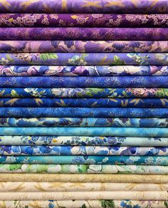 Fabric Outlet, Brocade Dresses, Fat Quarters, Machine Quilting, Print Patterns, Sewing Projects, Color Combos, Colours, Quilts