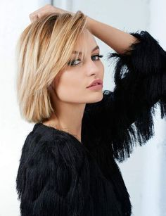 frisuren kurz, blonde, glatte kurze haare, schwarze bluse