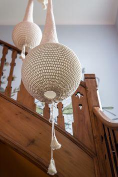Ideias para decorar casa com crianças – Mostra Casa NaToca (Parte 1)  #luminaria #crocheting Decor, Lamp, Ceiling Lights, Home Decor, Light