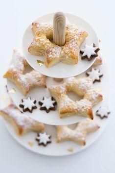 Weihnachtssterne aus Hefeteig mit Marzipan