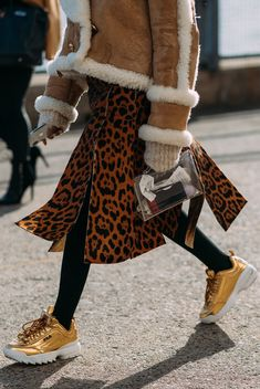 summer fashion trends looks trendy Fashion Week 2018, Summer Fashion Trends, Latest Fashion Trends, Trendy Fashion, Womens Fashion, Ladies Fashion, Street Style 2018, Street Style Looks, Balenciaga Sneakers