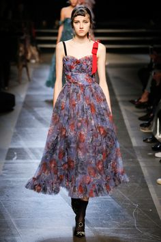 See the complete Erdem Spring 2018 Ready-to-Wear  collection.