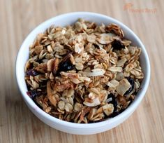 IC Friendly Good Morning Granola It's been a while, let's do breakfast this week! Ingredients: 3 cups old-fashioned rolled oats 1 cup sliced almonds cup (no additives) shredded sweetened coconut 2 tablespoons wheat… Ic Recipes, Cereal Recipes, Pork Recipes, Gourmet Recipes, Healthy Recipes, Interstitial Cystitis Diet, Easy Granola Recipe, Homemade Cereal, Menu Dieta