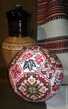 """Персональные подарки ручной работы. Ярмарка Мастеров - ручная работа. Купить Вышитый мяч """"Украинский"""". Handmade. Мячик, сэмплер"""