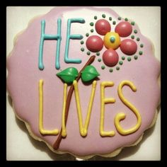 """Easter """"He Lives"""" Resurrection Decorated Cookies. Summer Cookies, Fancy Cookies, Iced Cookies, Easter Cookies, Easter Treats, Holiday Cookies, Cupcake Cookies, Cookies Et Biscuits, Easter Food"""