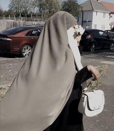 Niqab Fashion, Modest Fashion Hijab, Street Hijab Fashion, Fashion Outfits, Arab Girls Hijab, Girl Hijab, Muslim Girls, Mode Niqab, Hijab Style Tutorial