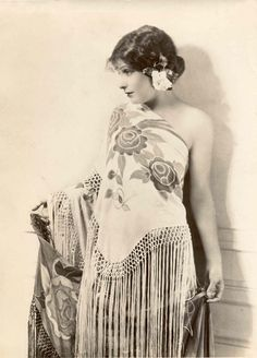 Norma Talmadge http://es.pinterest.com/KarenHaskett/piano-shawl-%2B-parasol/