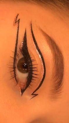 Edgy Makeup, Makeup Eye Looks, Eyeliner Looks, Eye Makeup Art, Skin Makeup, Retro Eye Makeup, Crazy Eye Makeup, 1960s Makeup, Twiggy Makeup