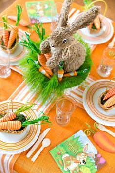 Helles orange u. Grünes Ostern-Party - Holidays and Parties - Easter Table Settings, Easter Table Decorations, Easter Decor, Easter Ideas, Easter Centerpiece, Table Centerpieces, Hoppy Easter, Easter Eggs, Ostern Party