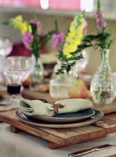 Madeira e cerâmica: combinação certeira para uma mesa rústico-chique de Natal ou Réveillon