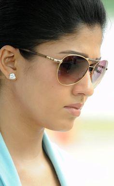 Nayantara Latest Face CloseUp Photos In Blue Dress Beautiful Bollywood Actress, Most Beautiful Indian Actress, Beauty Full Girl, Beauty Women, Nayanthara Hairstyle, Look Thinner, Photo Wallpaper, Galaxy Wallpaper, India Beauty