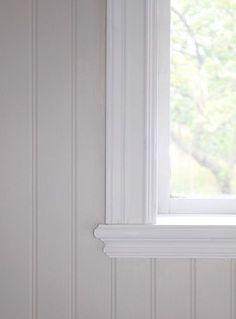 Stylish finish on the windowsill, pearl bead. Jag kanske vill ha bredare spontb…, Stylish finish on the windowsill, pearl bead. Beddinge, Shabby Chic Bedroom Furniture, Modern Furniture, Furniture Design, Wooden Panelling, Moldings And Trim, Swedish House, Cozy Cottage, Scandinavian Home