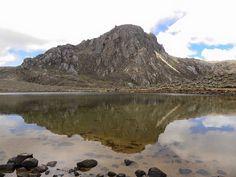 Laguna las verdes y Pico el Buitre, Sierra La Culata de #Merida #Venezuela Foto Carla S. Navarro