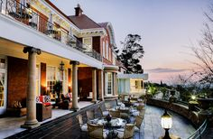 Emoyeni is a sought-after wedding & conference venue Parktown Johannesburg. Built in 1905 this magnificent facility boats in breathtaking views. Glass Extension, Best Settings, Red Bricks, Modern Glass, Wedding Venues, Mansions, House Styles, City