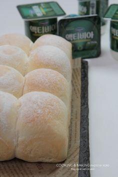 요거트모닝빵 만들기-부드럽고 촉촉한 모닝빵~ /액티비아 요거트 : 네이버 블로그 Hamburger, Dairy, Bread, Cheese, Baking, Desserts, Food, Food Food, Tailgate Desserts