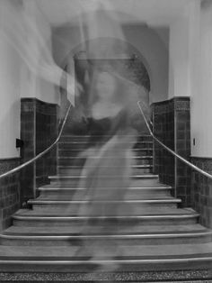 There are many haunted places and scary stories in Ireland, but these are the most famous Irish ghosts and where in Ireland to find them. Here are the top ghost sightings in Ireland. Spooky Places, Haunted Places, Verona, Tales Of Halloween, Ghost Sightings, Ghost Photos, Ghost Images, Creepy Pictures, Funny Pictures