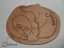 """Holzbrett """"Drache"""" aus massiver Buche, nach eigenem Entwurf. (Name ist ein Beispiel)"""
