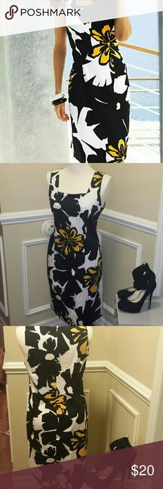 Venus floral sheath dress Great pre-owned condition Venus floral Sheath dress 95% cotton 5% light and comfortable dress zips up the back and small back leg opening. Venus  Dresses Midi