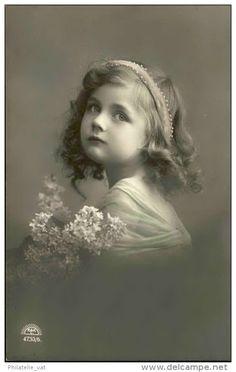Jeune fille- Détaillons collection - A voir - 11435
