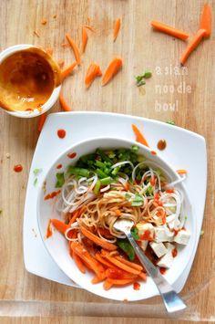 Asian Noodle Bowl with Ginger Peanut Dressing :: Minimalist Baker