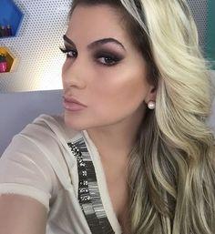 Hoje foi dia de gravar muitos vídeos!!! Domingo de trabalho por aqui. E por aí? Folga??? Me conta! #alicesalazar #makeup #maquiagem #maquillaje