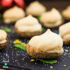 Bite Size Lemon Meringue Pies - Pinch Of Nom Slimming World Desserts, Slimming World Recipes, Mini Meringues, Pinch Of Nom, Mini Bananas, Ww Desserts, Healthier Desserts, Low Calorie Recipes, Gf Recipes