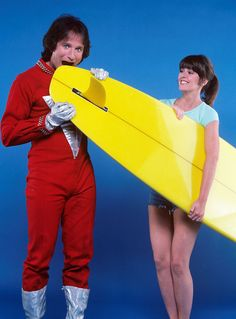 Mork and mindy - tv show photo - robin williams and pam dawber Laverne & Shirley, Mork & Mindy, Captain My Captain, Sarah Michelle Gellar, Falling In Love With Him, Funny Comedy, Belly Laughs, Stand Up Comedy, Robin Williams