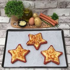 Sausage Stars - Recipe from for 3 people - Ready in 20 minutes Sausage Stars, Dog Recipes, Cooking Recipes, Good Food, Yummy Food, Star Food, Food Garnishes, Food Humor, Diy Food