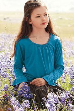 Renessme in field of flowers ( Edward & Bella's spot ) / Twilight BD2