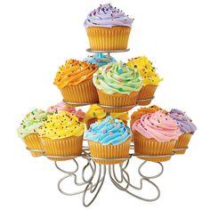 Vamos aproveitar que hoje é Sábado e fazer delíciosos Cupcakes para toda a família? A receita de hoje é da querida leitora Victoria Soares. Hum, já estou com água na …