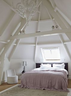 breda-stadsvilla-zolder-slaapkamer-linnen-dekbed