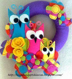 felt owl family yarn door wreath...can customize for room theme! Too cute!