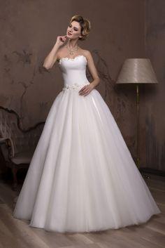 Nádherné svadobné šaty so širokou sukňou a s korzetom zdobeným kvetmi