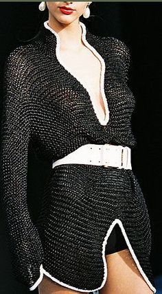 This Chanel sweater would be very easy to knit...