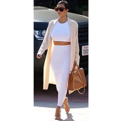 """Kim has done it again. Shows you can still wear white in fall ⚪️ #fashion #fashionblogger #fashionstylist #fashionstylist #wardrobestylist #stylist…"""