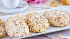 Le rose del deserto: biscotti con farina di mandorle e corn flakes, semplicissimi da preparare e caratterizzati da una forma molto particolare e suggestiva.