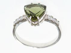 Krásný stříbrný prsten s vybroušeným jihočeským vltavínem a zirkony ve tvaru srdce. Velikost prstenů : 51, 2x 55 Materiál: Stříbro 925/1000, rhodiovaný povrch zabraňující oxidaci a černání. Hmotnost šperku: 2,62 g, 2,66 g Heart Ring, Engagement Rings, Jewelry, Enagement Rings, Wedding Rings, Jewlery, Jewerly, Schmuck, Heart Rings