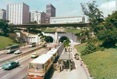 Avenida 9 de Julho, com destaque para túnel e o MASP em 1980