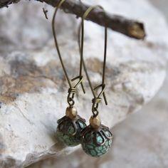 Boucles d'oreilles turquoises de rein de laiton Antique crochet par ColorMeEarthJewelry sur Etsy https://www.etsy.com/fr/listing/253898987/boucles-doreilles-turquoises-de-rein-de