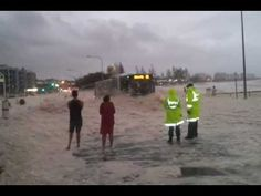 Foam-covered car nearly hits police- Queensland. Mountains of froth stirred up by heavy seas blanketed several beaches on the Sunshine Coast overnight, creating 'winter wonderland' scenes in balmy Queensland. Weather Storm, Weather Change, Australian Beach, Coast Australia, Queensland Australia, Prank Videos, Car Covers, Best Youtubers, Sunshine Coast