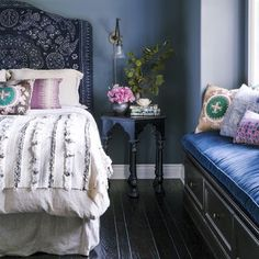 I have a complete home decor crush on this room styled by @onekingslane. Anyone else? Picking colors for your home that make you feel peace, joy, deep relaxation and more is so important and I feel like this does just that. What are some words that describe how you want to feel while you're at home? I want to know in the comments below! Love you lots sweet things. Happy Sunday xx #gorgeous #love #homedecor #regram @onekingslane
