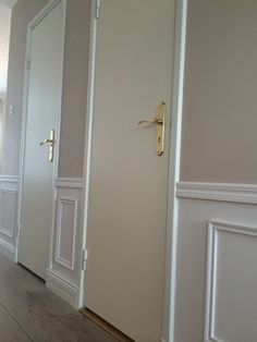Wall molding in the hallway