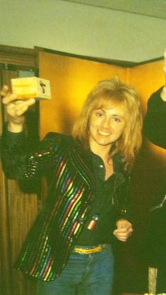 Roger Taylor is just too pretty!
